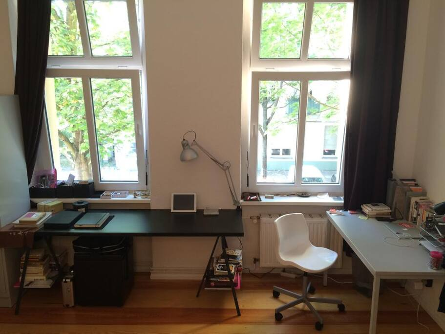 """singles in berlin center """"we rent out bright, comfortable furnished apartments with 1-5 rooms in the middle of berlin between the brandenburger gate and the potsdamer platz right next to the boulevard """"unter den."""