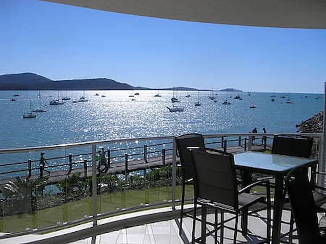 Absolute Waterfront 2 Bedroom Apartment in Airlie