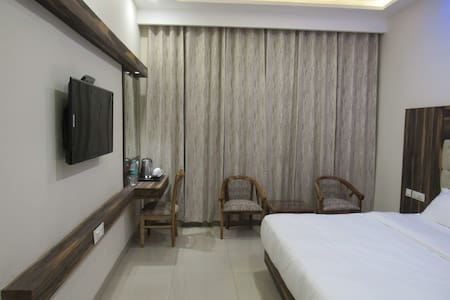 Rooms With Premium Ambience