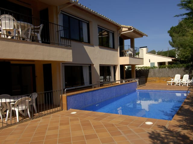 Practical apartment ground floor with community swimming pool