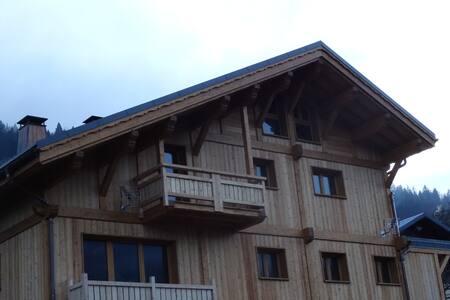 Chalet montagnard comprenant 2 appartements - Les Avanchers-Valmorel
