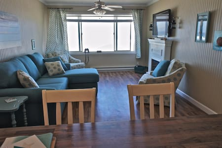 'Sunset Delight' - Remodeled Beachfront Condo! - Lincoln City - Appartement