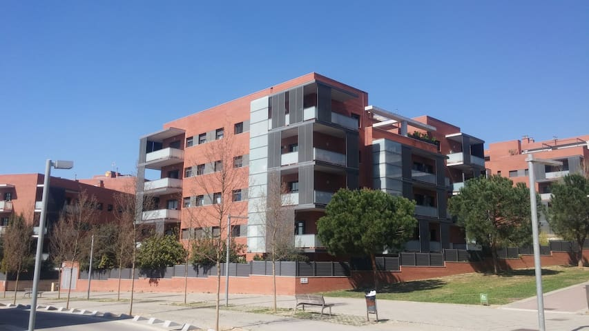 Top floor apartment with swimming pool - Sant Cugat del Vallès - Leilighet