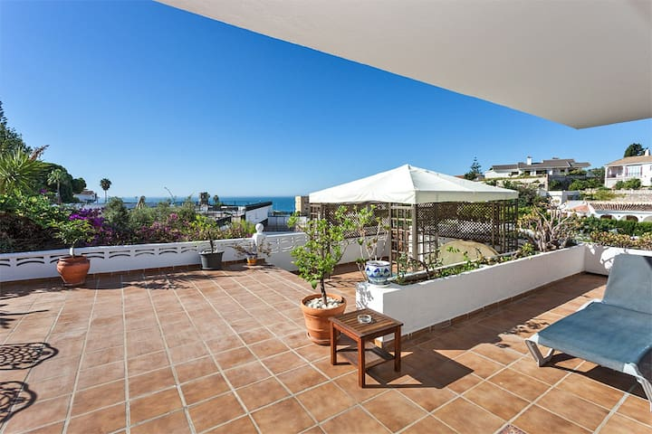 Sea view villa ideal family 300 m from the beach with studio attached