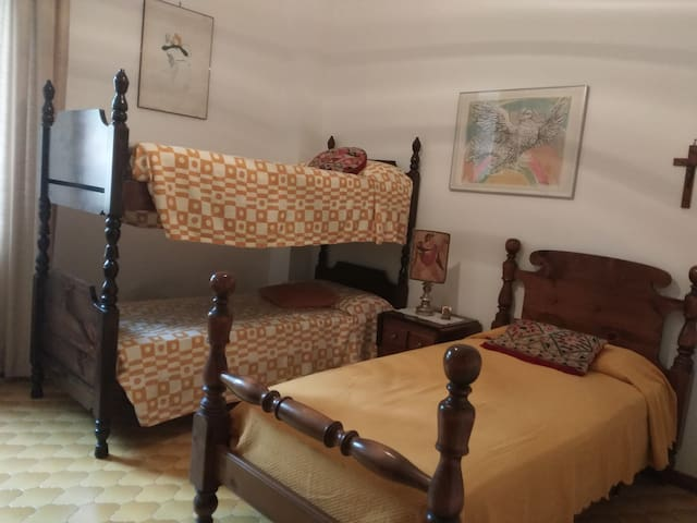 Triple room with bathroom -  photo 2......one of the beds can be  optional