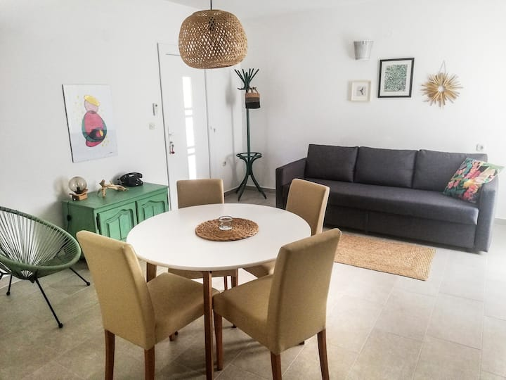 Lovely bright apartment 20 meters from the sea
