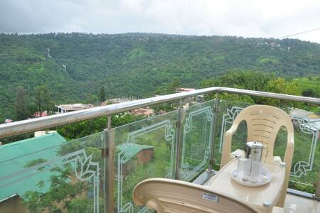BudgetInn Deluxe Valley view room - Panchgani