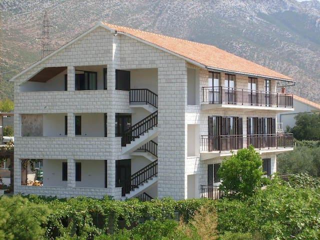 Exclusiv 5 rooms apartment - Stanković - Apartment