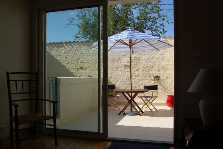 Rural apartment, indoor pool, 20mins to the beach - Montpellier-de-Médillan - Apartamento