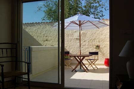 Rural apartment, indoor pool, 20mins to the beach - Montpellier-de-Médillan - アパート