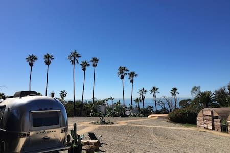 Malibu Airstream steps to beach - Malibu - Camper/RV