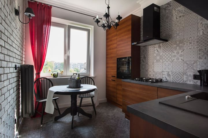 Apartment 10 min from the Main Square, garden view