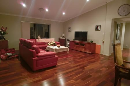 Master room in Modern House with private Pool - Parkinson - Haus