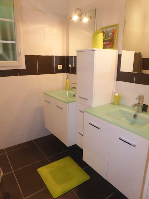 Salle d'eau privée réservées à nos hôtes des 2 chambres