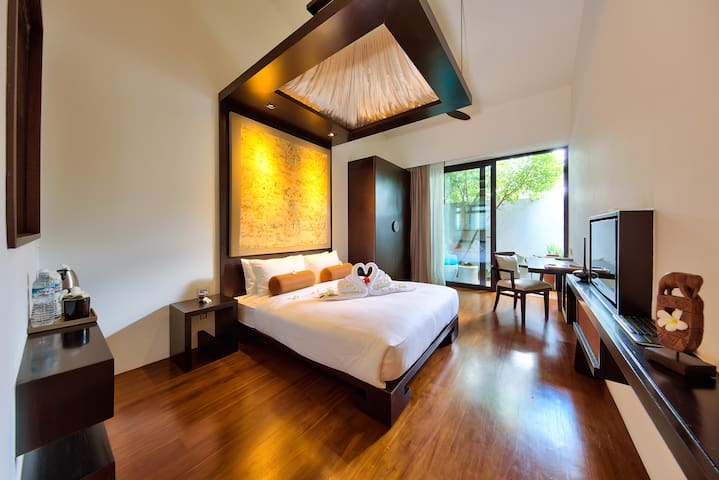 Enjoy the 4 guest ensuite bedrooms with 5 meters high ceilings, managed by domotic, the ultra-confortable queen bed mattresses, the tv connected to our movies database, the internet by fiber-optical  and the private terrace