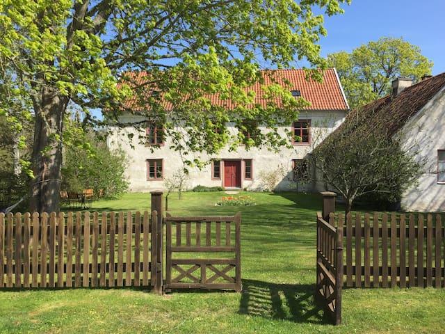 Gotländsk kalkstensidyll - Klintehamn - House