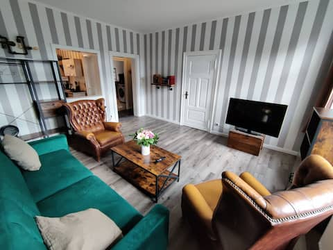 Neu: 2 Zimmer Apartment direkt am Yachthafen. Mit Garten, Kamin, Waschmaschine und vielem mehr.