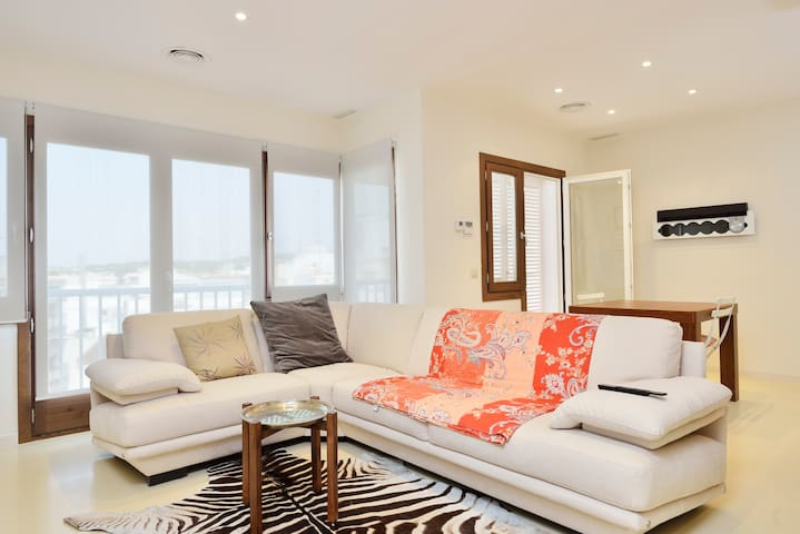 Luxury fully renovated flat 2min from the beach