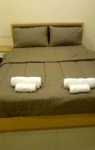 Cozy 1bd with parking included - Saen Suk