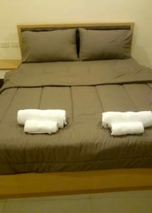 Cozy 1bd with parking included - Saen Suk - Wohnung