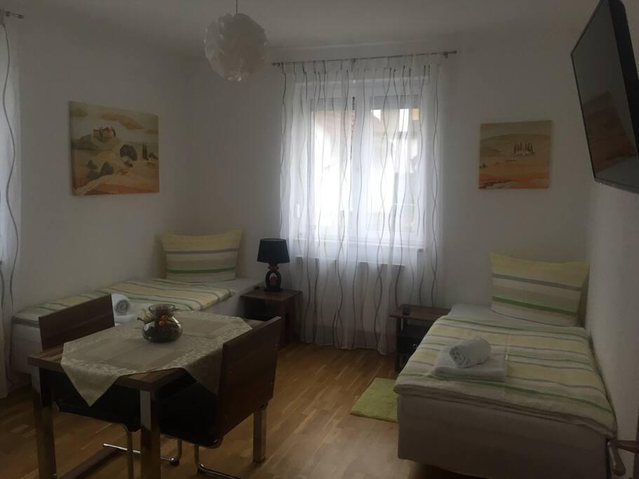 gem tlich zu zweit huizen te huur in mainaschaff by duitsland. Black Bedroom Furniture Sets. Home Design Ideas