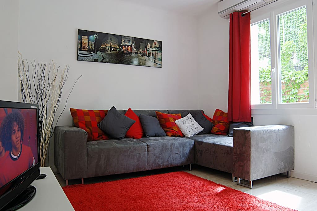 Large lounge with Air conditioning and super fast fiber broadband wifi