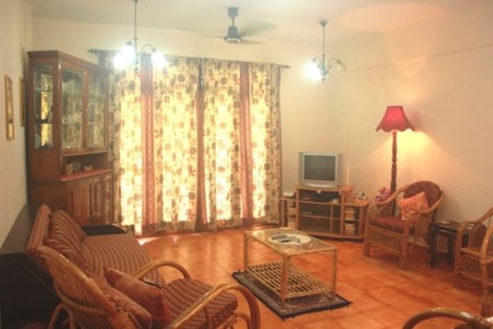 Luxurious Spacious Apartment in Candolim - Goa - Daire