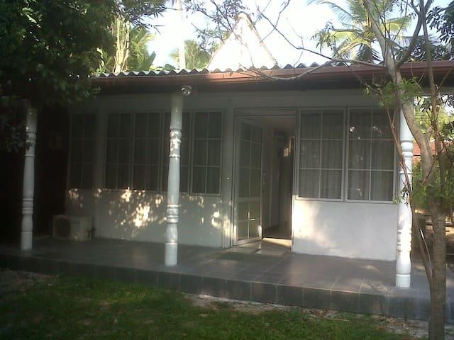 White house - Katunayake
