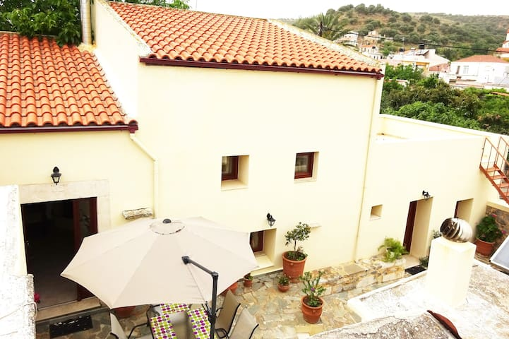 BEAUTIFUL STONE MANSION  IN APOSTOLI PEDIADOS - Apostoli, Crete - Ev