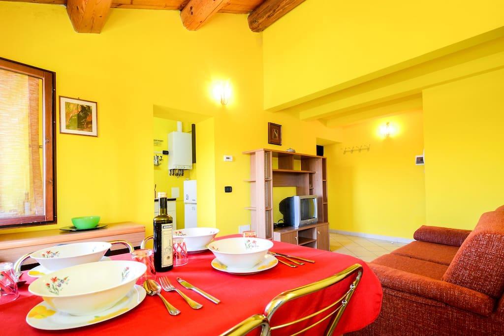 Sala da pranzo angolo living tavolo da pranzo