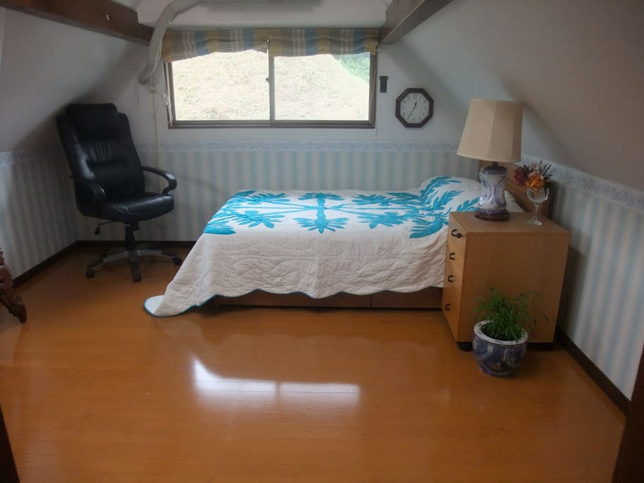 Casa des Amigos RmA with a queen size bed