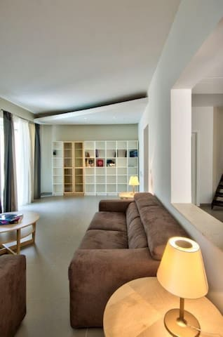 huge living room with an extra 2 sleeping places