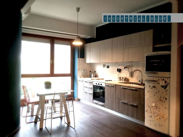 """Industrial Blue"" - Cozy apartment in Prato - Prato - Huoneisto"