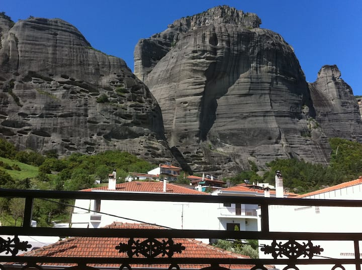 APARTMENTS A STEP FROM METEORA ROCKS