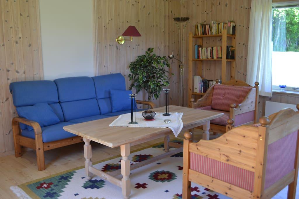 Living room, very light - windows on three sides