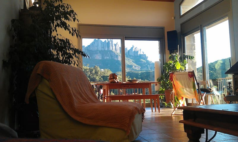 NICE ROOM ON FOOT OF MONTSERRAT