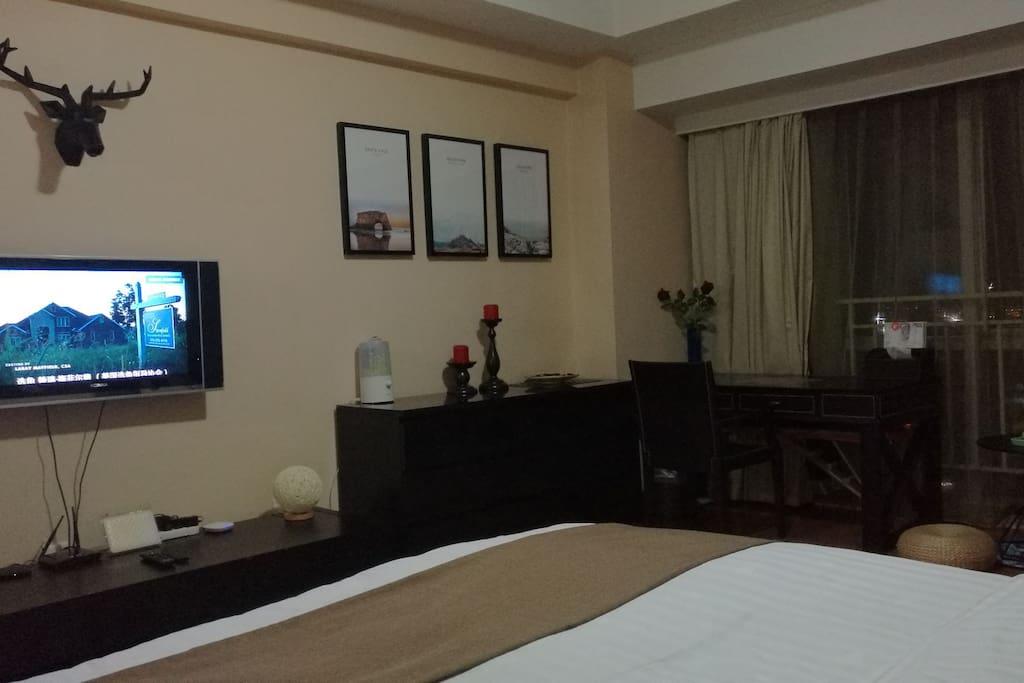 液晶电视 小米电视盒子 可以看高清电影电视 无线wifi 七彩小夜灯 还有加湿器