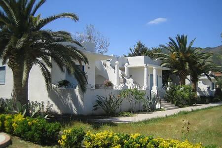"""""""Villa Iolanda"""" a 2 passi dal mare - Oliveri - Huvila"""