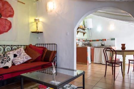Andalucian pueblo Blanco bolt hole - Apartamento