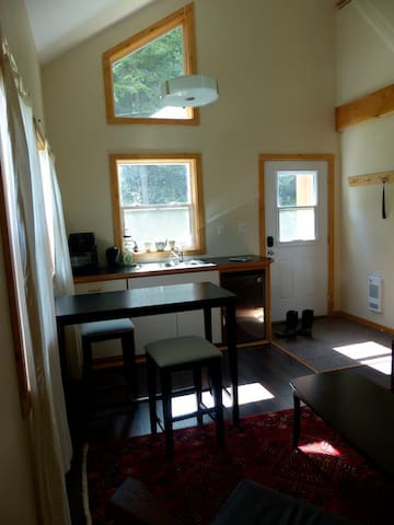Private Cozy Kootenay Cabin - Ymir - Kabin