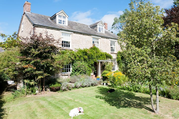 Quiet 5 bed farmhouse & indoor pool - Devon