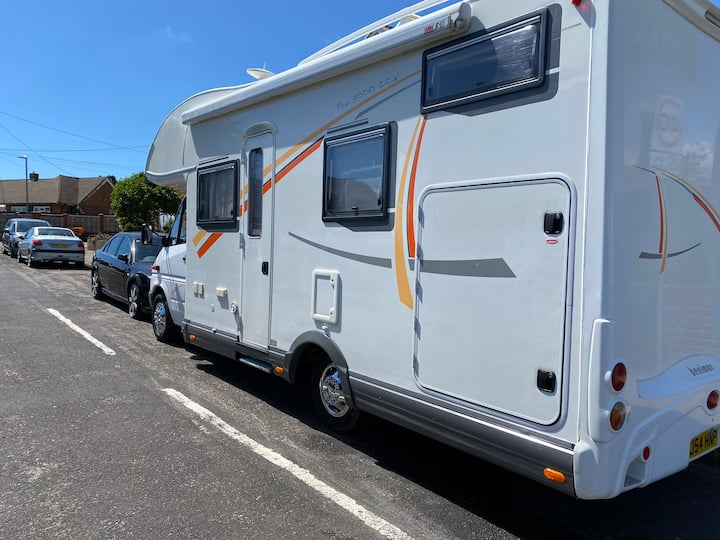 Motorhome Stay close to the euro tunnel and boats