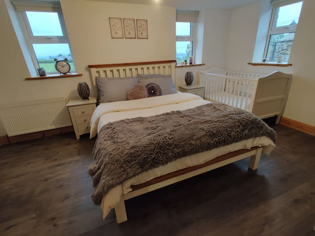 Bedroom 1  Cot tranfroms into a toddler bed just request on booking