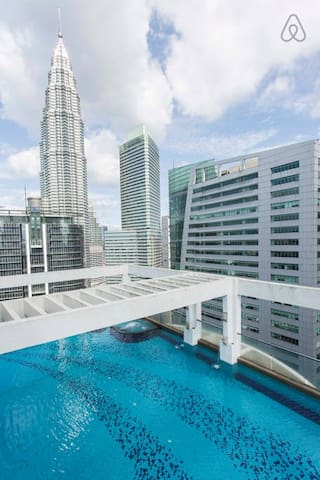 Swimming pool at Top Floor oversee the Petronas Twin Tower