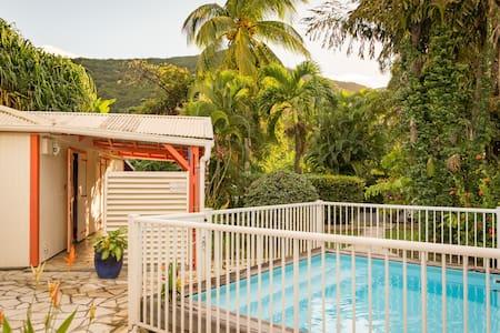 Villa Hibiscus avec piscine, 6 à 10 personnes - Pointe Noire - วิลล่า