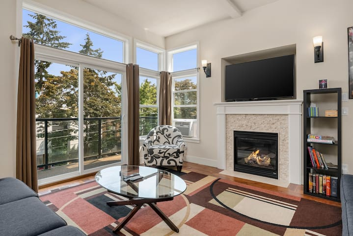 Seattle Vacation Home: Bravo House - Luxury 1bed/2.5bath, great location