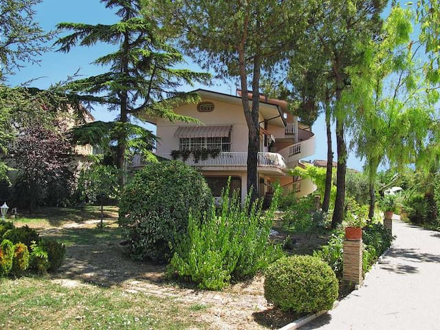 WONDERFUL VILLA WITH HEATED POOL FOR GROUPS - Case Alte