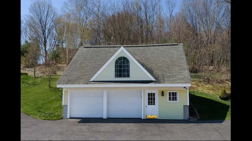 Carriage house with studio layout - Southborough - Daire