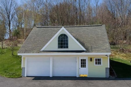 Carriage house with studio layout - Southborough - Apartment