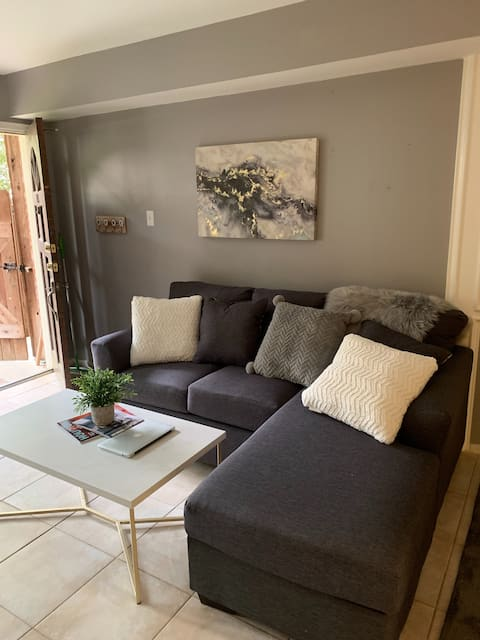 Professional City-Center Charmer/ Great Location!